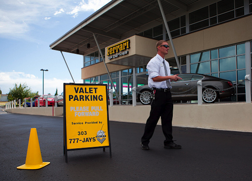 Some effective tips for hiring a valet parking service for your event